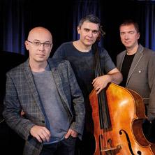Marcin Wasilewski Trio feat. Adam Pieron